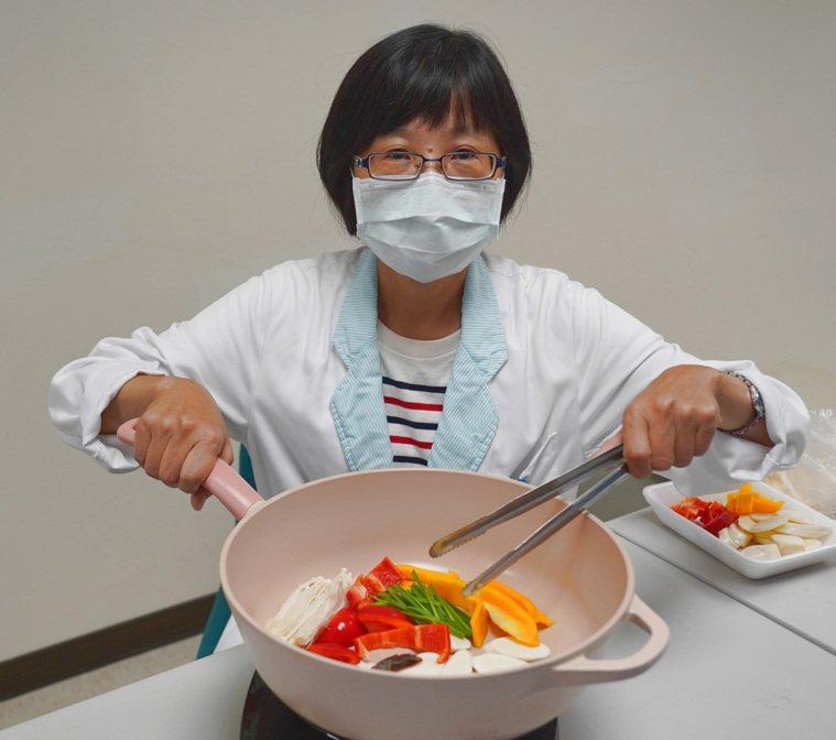 營養師建議中秋節室內烤肉避免用木炭。圖/聯新國際醫院提供