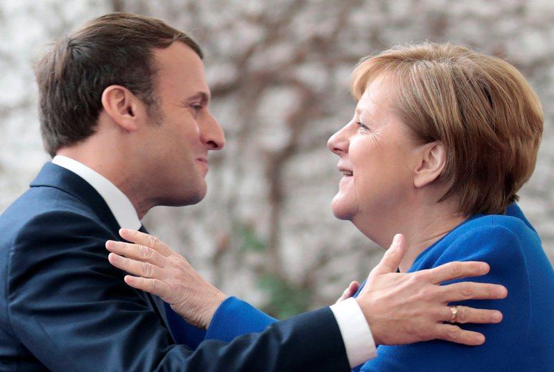 梅克爾即將結束16年的總理任期,此刻的法國似乎有點五味雜陳,一方面會失去一位長年往來的夥伴,另一方面也懷著雀躍的心要歡送「鐵娘子」告別舞台。路透