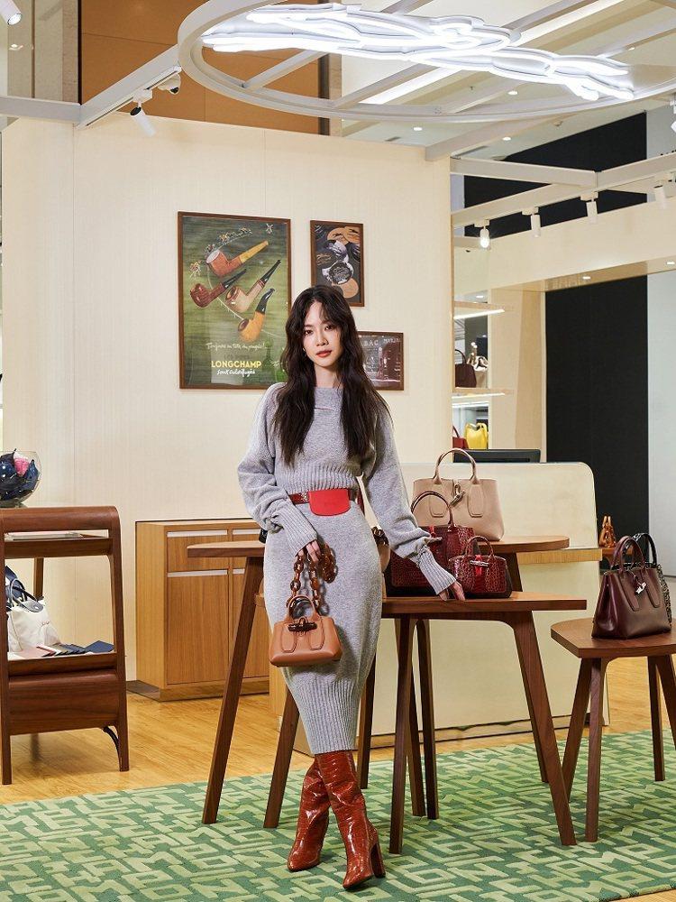 女星曾之喬現身Longchamp高雄E SKY義享店開幕,搭配俏麗精緻的Rose...