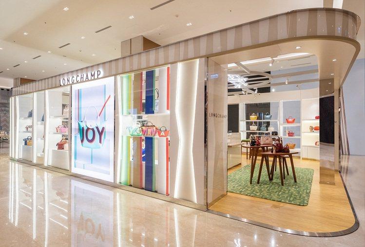 Longchamp高雄E SKY義享店全新開幕。圖/Longchamp提供