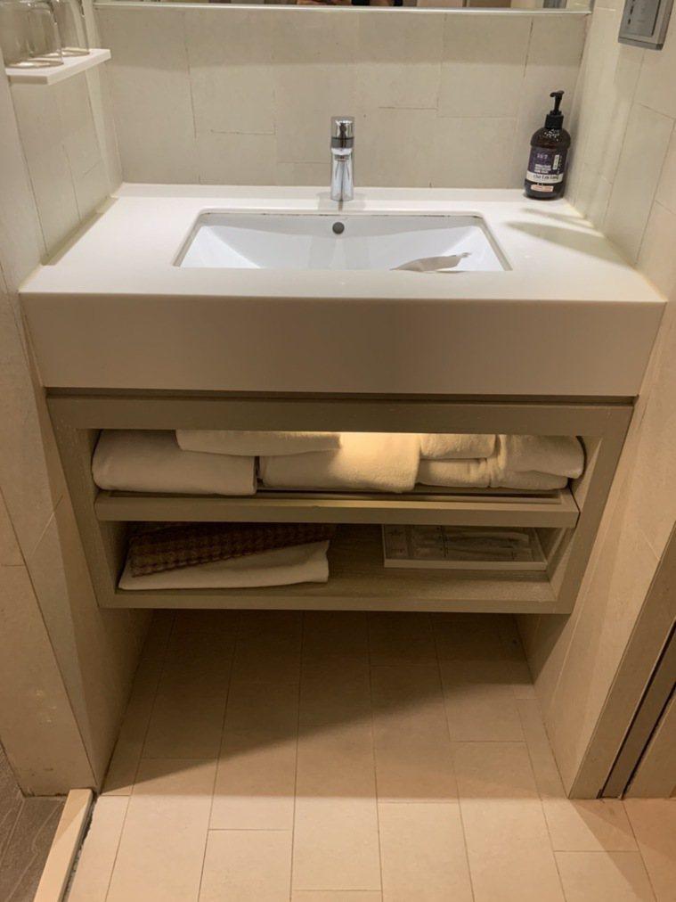 防疫旅館已在房間內準備好足夠的毛巾。圖/讀者提供