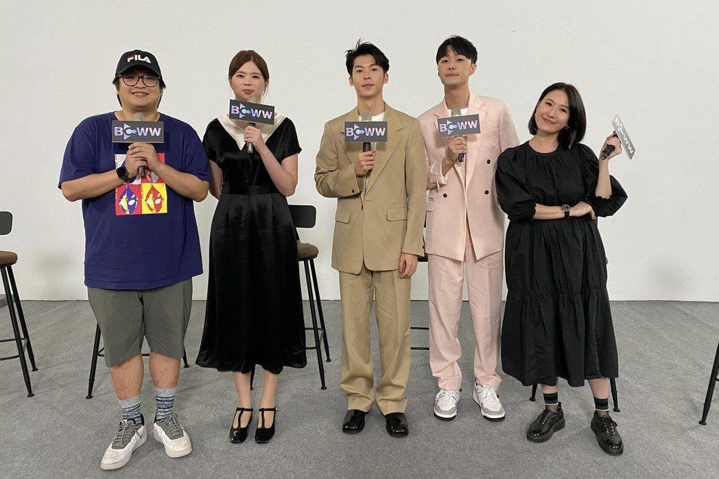 許光漢(中)和施柏宇(右二)參與韓國電視節線上活動。圖/三鳳製作提供
