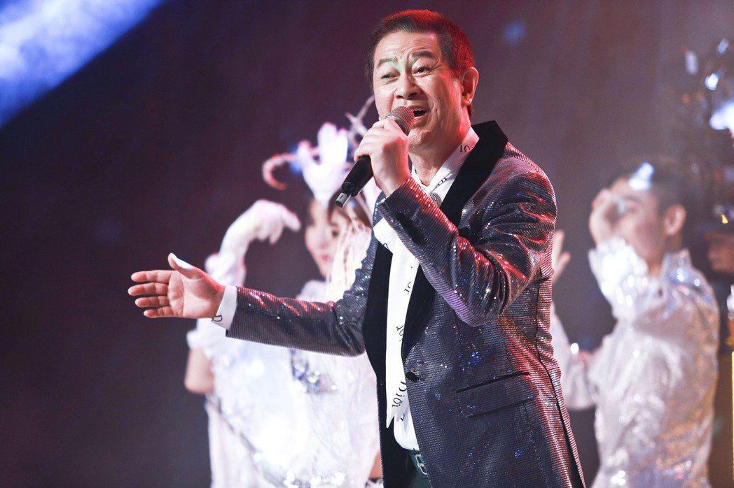 蔡小虎(左三)客串演出「黃金歲月」。圖/民視提供
