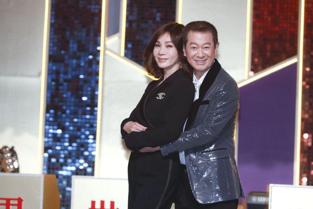 蔡小虎(右)和陳美鳳私交甚篤。圖/民視提供