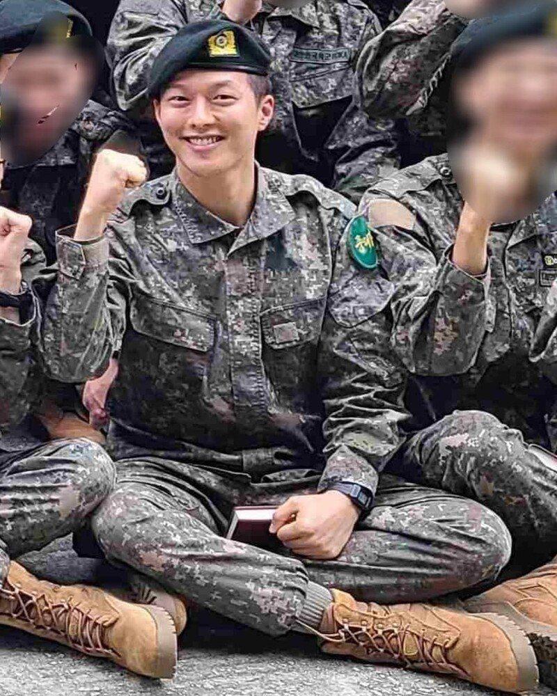 張基龍入伍16天,8日在網路上傳出,他在軍中的大量近照。圖/摘自insight