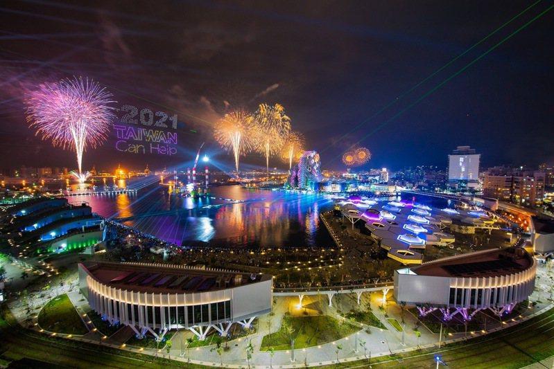 2021年國慶焰火將在高雄港區施放,近日疫情又起,能否開放觀眾入場充滿變數。圖/高市府提供