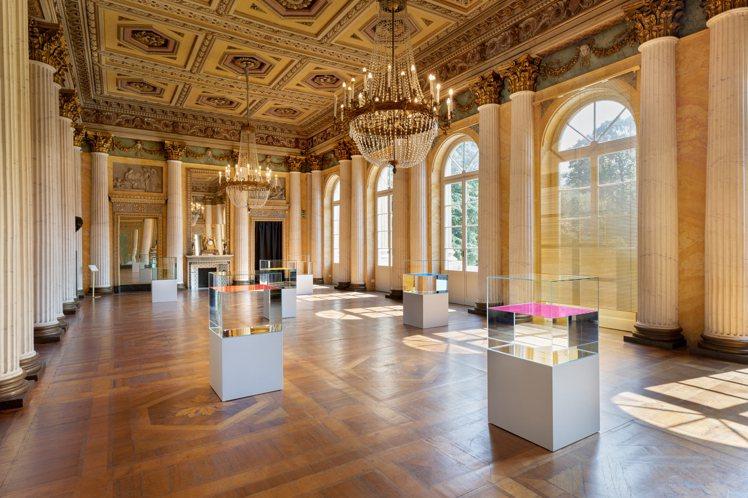 英裔比利時藝術家Ann Veronica Janssen運用自然光設計出展場專屬...