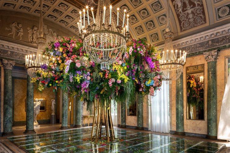 日本藝術家東信在米蘭現代藝術博物館展出以蛻變為核心的大型花卉裝置藝術「伊甸花園 ...