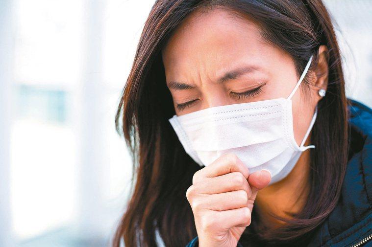 咳嗽是身體健康的警訊,必須揪出真正導致咳嗽的原因,才能對症治療。圖/123RF