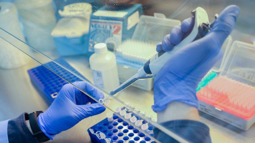 後疫情時代,全球引頸期盼經濟動能回復,但新冠肺炎病毒不斷進化,生技醫療基金表現持...