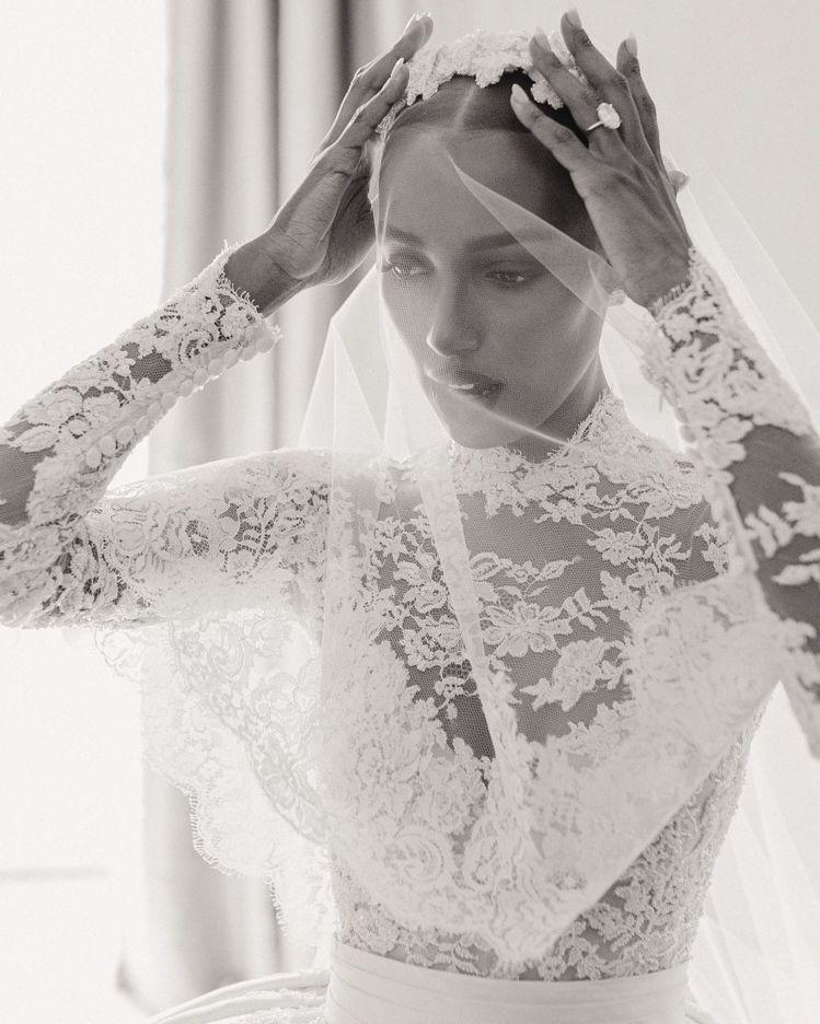 Jasmine Tookes身穿奢華浪漫的Zuhair Murad婚紗。圖/取自...