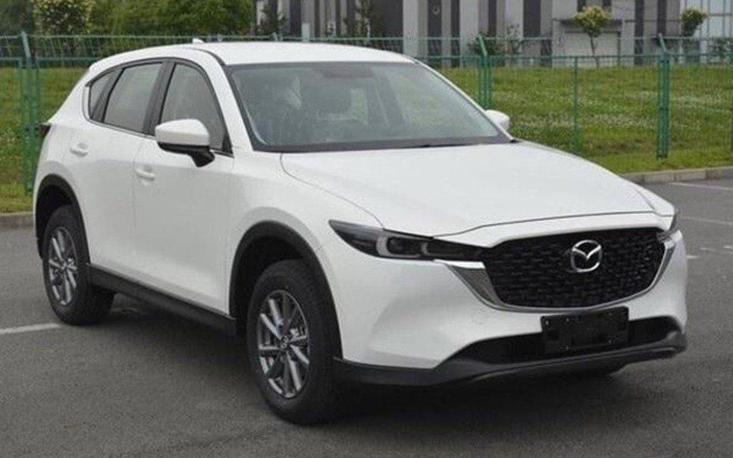 Mazda CX-5小改款無偽裝曝光。 摘自Carscoop.com