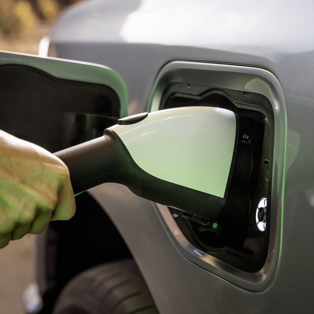 美國已經有不少州訂出了燃油車最後販售的年限,電動車即將全面取代。 摘自Carsc...