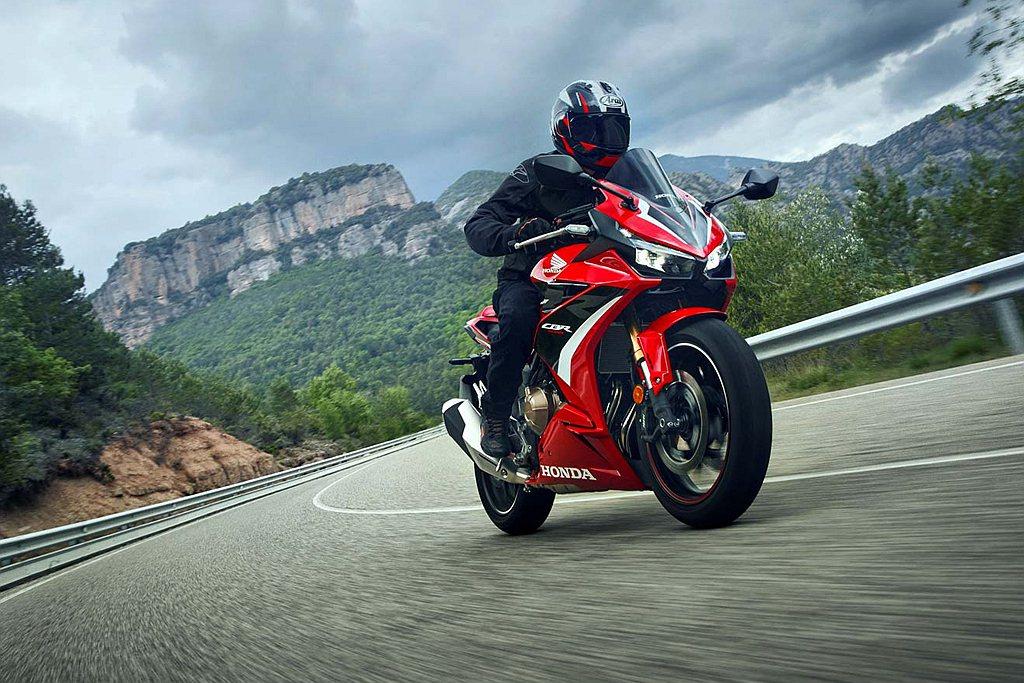 Honda Motorcycle CBR500R承襲了家族化具備侵略性的運動外觀...