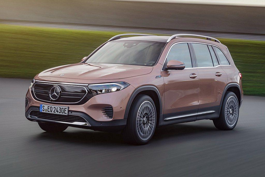 Mercedes-Benz EQB一次推出五人座及七人座,入車內空間舒適寬敞,打...