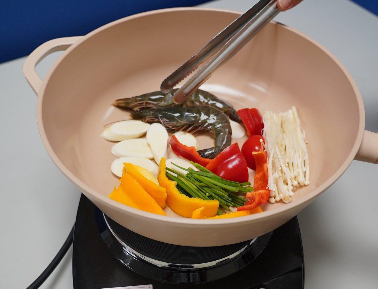 營養師建議,烤肉食材可多選擇海鮮、蔬菜,取代紅肉。 圖/聯新國際醫院提供