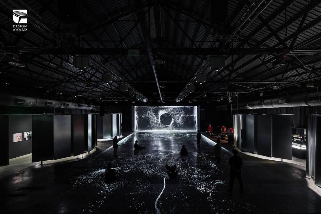 整合設計類獲獎作品,叁式有限公司的「2020 Digiwave 無條件進位」展覽...