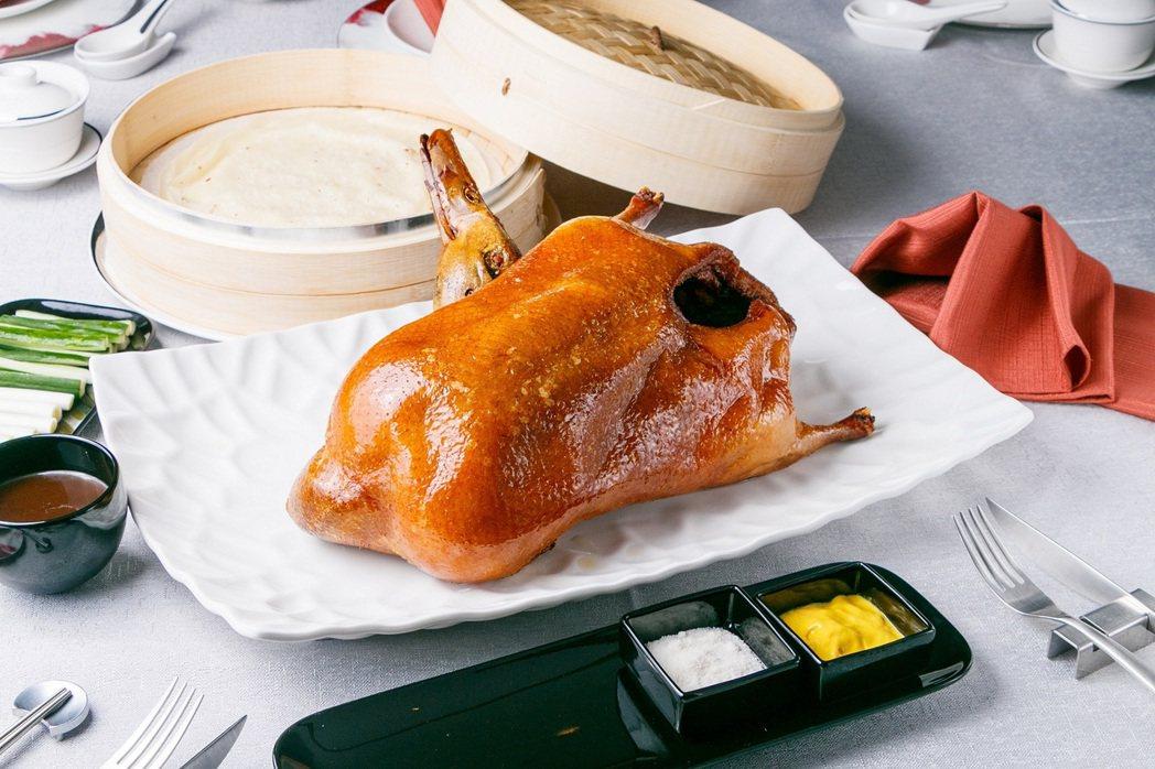 《JR 東日本大飯店 台北》「凱華樓」必點招牌料理「黃袍北京烤鴨二吃」,限時推出...