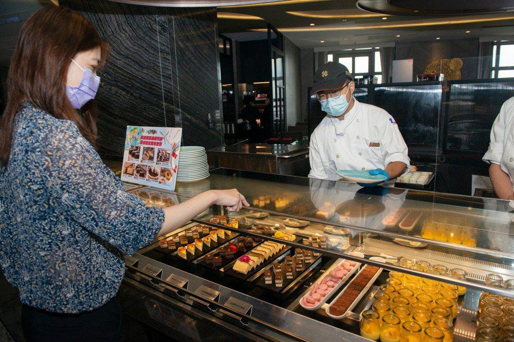 配合五倍券發放,漢來美食全台41家餐廳推出全品牌「五倍券滿千送千,加倍奉還」加碼...