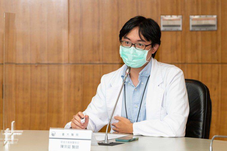 環境及職業醫學部醫師陳宗延指出,室內通風不好,病毒至留時間可多十倍。圖/台大醫院...