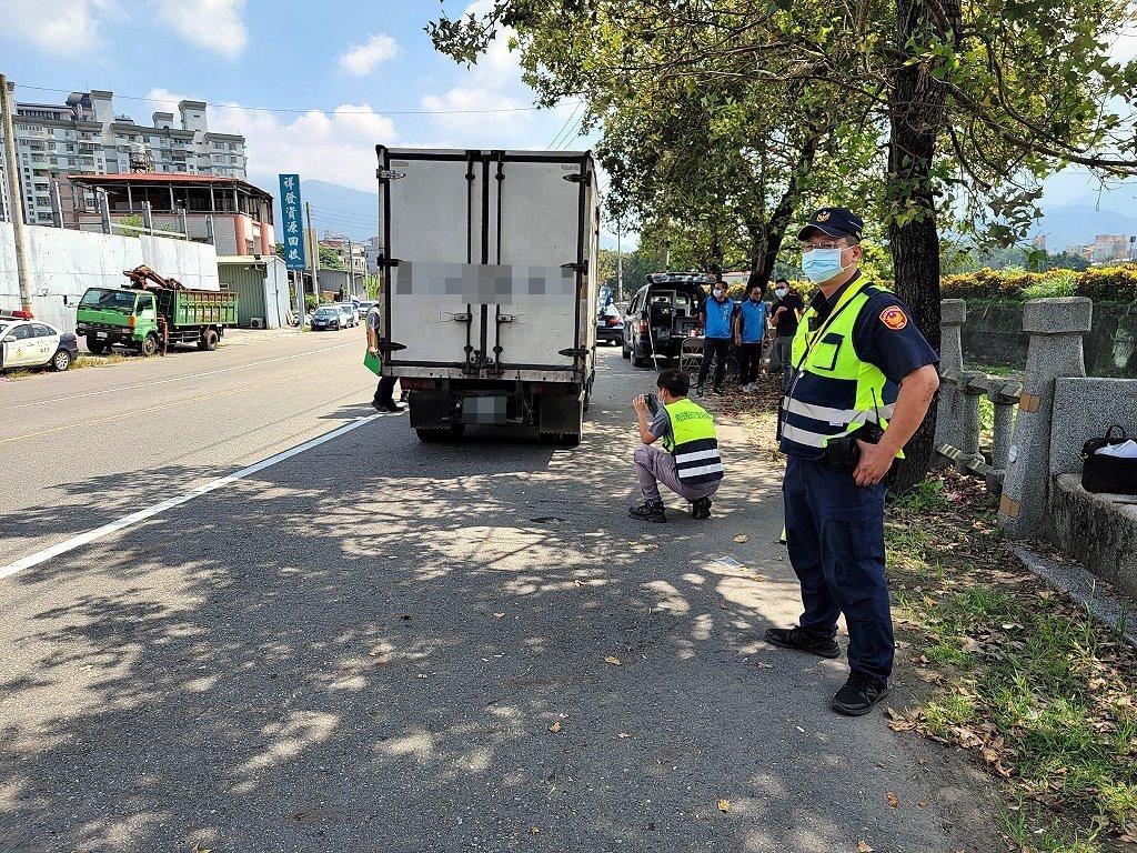 埔里分局上午聯合南投環保局,針對噪音改裝車及烏賊車,在埔里鎮以「馬上抓、馬上測、...