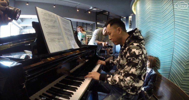 甄子丹不但會打拳,也很會彈鋼琴。圖/LiTV、世詮提供