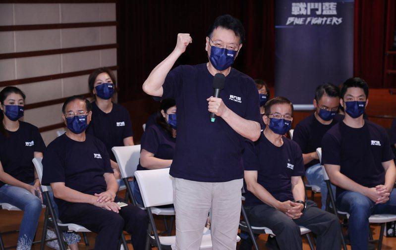 中廣董事長趙少康(中)號召成立「戰鬥藍」,9日成軍,卻被質疑是復刻「新國民黨連線」、黨內有黨、搞次團、搞鬥爭。圖/聯合報系資料照片
