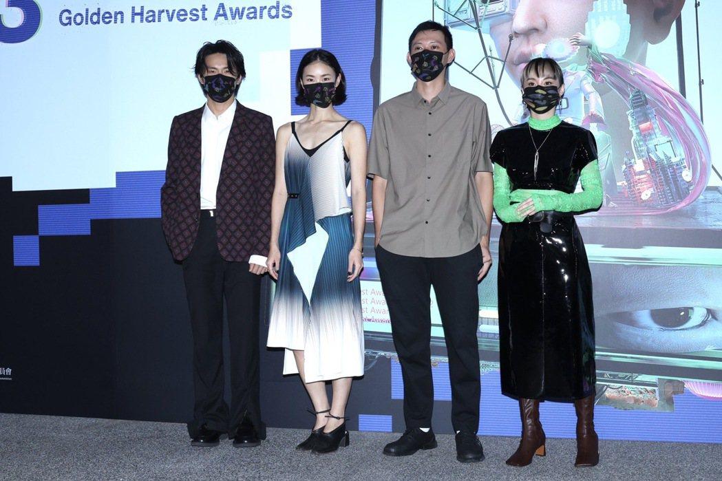 姚淳耀(左起)、鍾瑶、導演莊翔安以及鄭宜農為主演短片「關係暴力」出席金穗影展開幕...