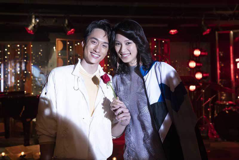 王丹妮飾演梅艷芳(左),與劉俊謙演出的張國榮重現當初好友情誼。圖/索尼提供