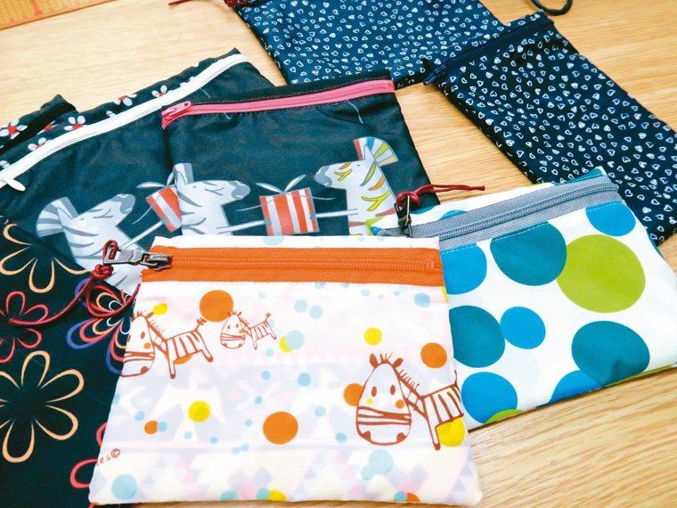 回收的傘布也能做成收納包,增加工作坊的收入。記者廖靜清/攝影