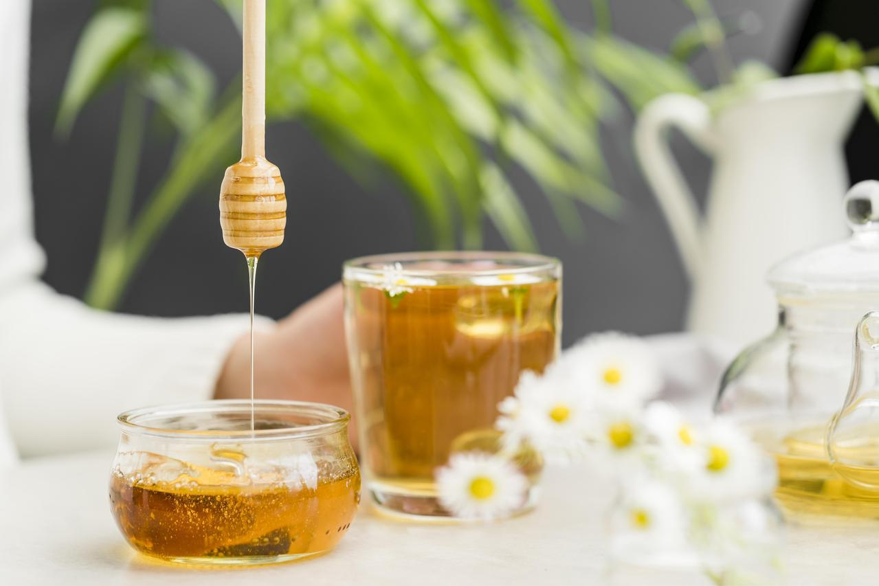 高濃度的蜂蜜水能夠阻隔蘋果接觸到空氣,避免褐變 圖/freepik