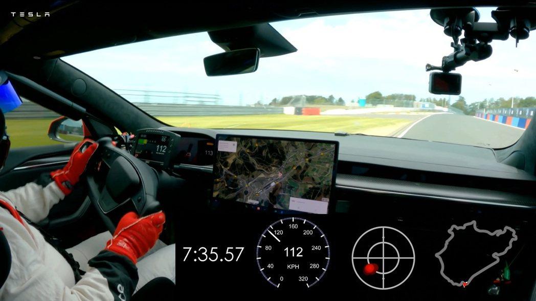 Tesla Model S Plaid在9月10日於包含直線測量的全賽道、完整2...