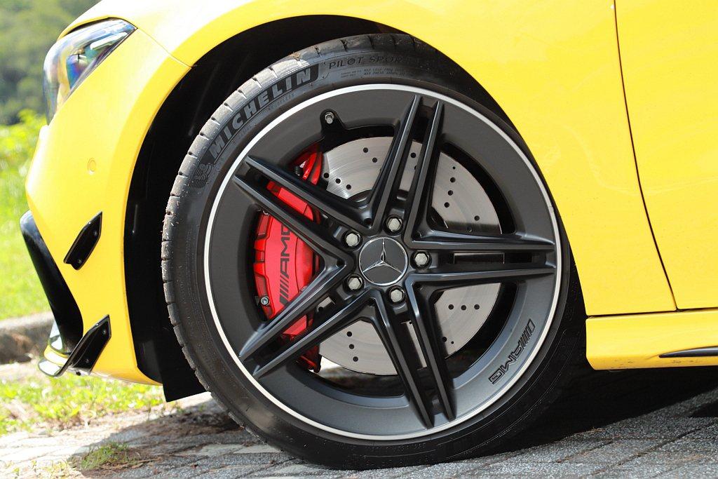 Mercedes-AMG CLA 45 S 4MATIC+進一步升級至前對六活塞...