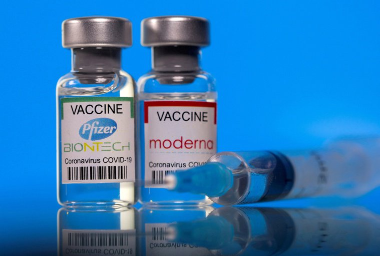 打過莫德納的現在恐成「疫苗孤兒」,對於打過莫德納可否混打BNT,指揮中心表示有討...