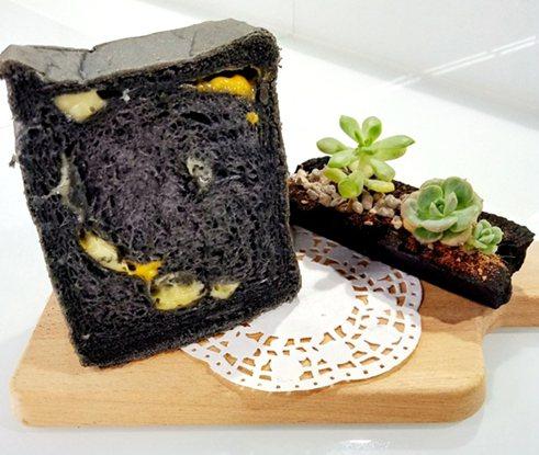 中國科大「擁護山河綠色保衛隊」的竹炭湯種乳酪吐司已研發成功。 校方/提供
