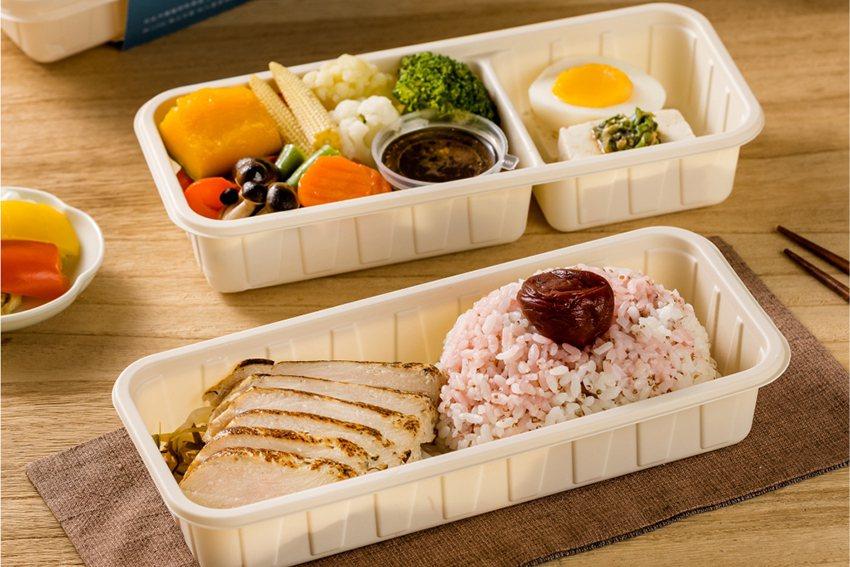 重視低脂健康者首選的「鮮嫩迷迭香雞胸餐盒」使用優質高蛋白國產氣冷雞肉,以迷迭香入...