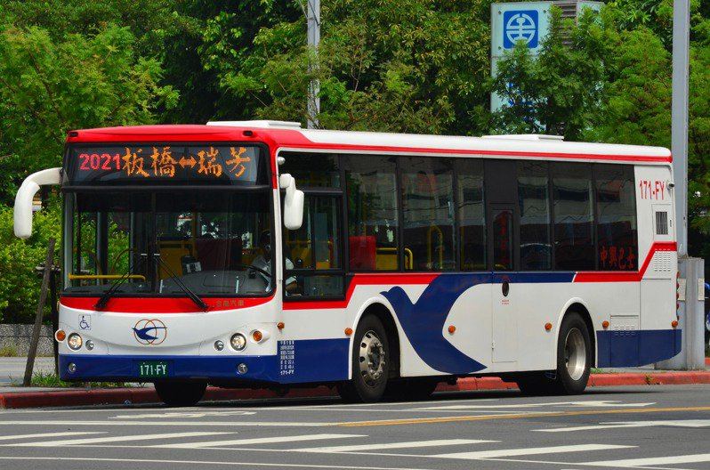 2021路板橋至瑞芳線因長期載客不佳,業者在營運許可證屆期後不續營,奉准自9月13日起停駛。圖/台北市區監理所提供