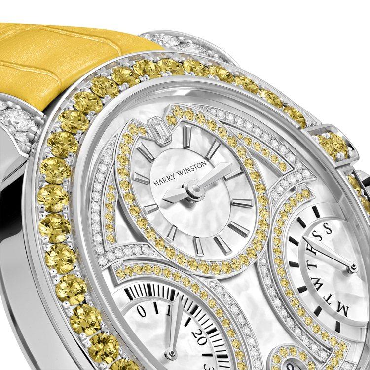 面盤、表圈的不同部位鑲嵌了鑽石或黃色剛玉,色彩能量飽滿活躍。圖 / 海瑞溫斯頓提...