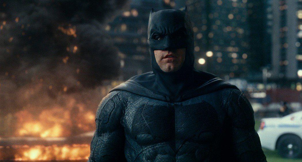 班艾佛列克版的蝙蝠俠也會在電影「閃電俠」出現。圖/摘自imdb