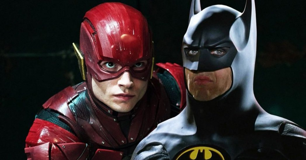 「閃電俠」電影中會出現米高基頓版(右)的蝙蝠俠。圖/摘自imdb