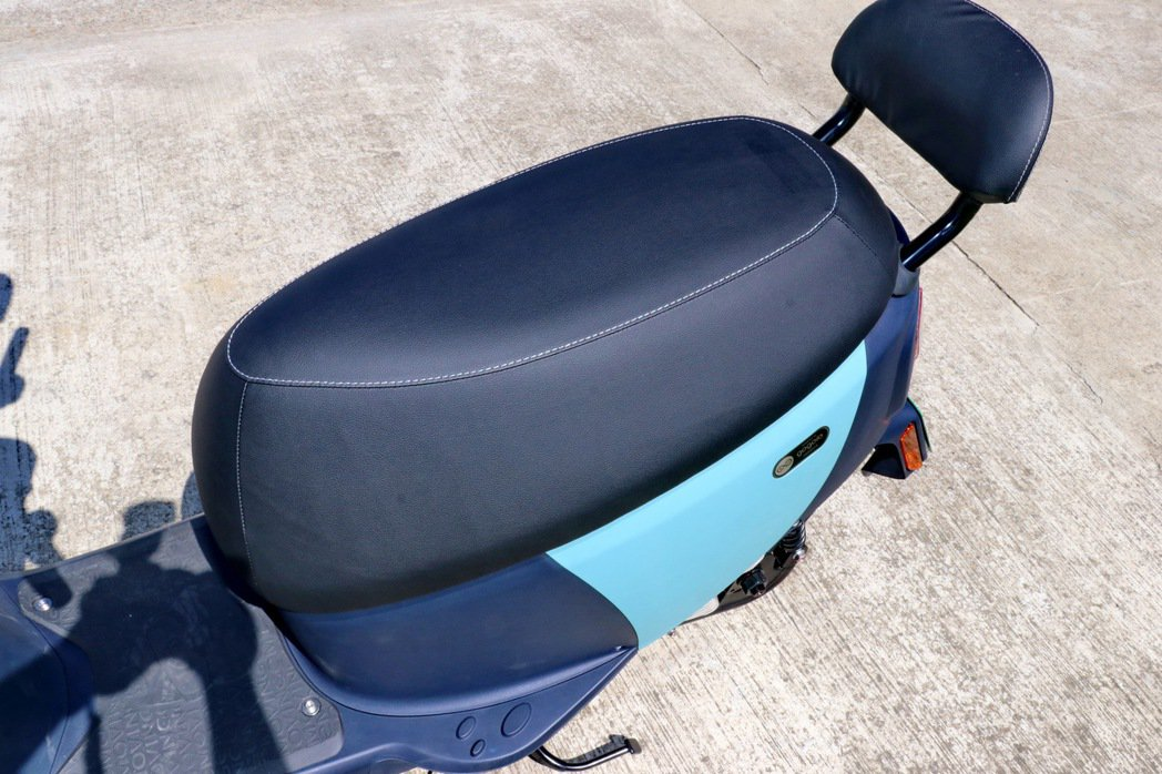寬大的座椅坐墊設計。 記者陳威任/攝影