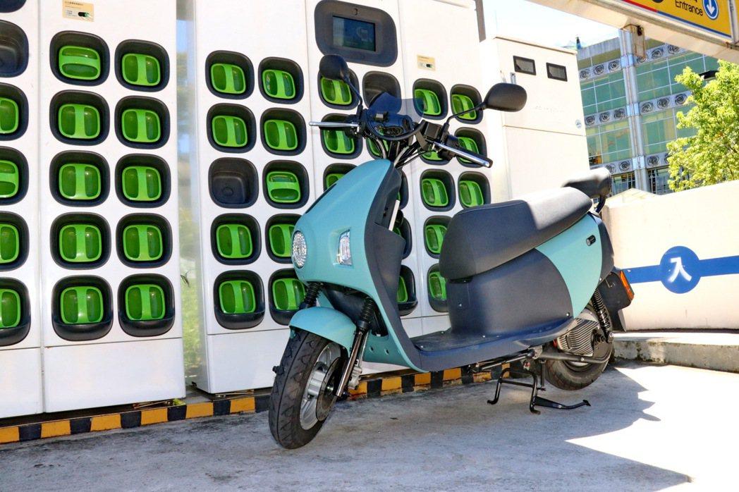 EZ1並不只是搭載Gogoro動力及電池的車款,更是延續了eMOVING長期經營...