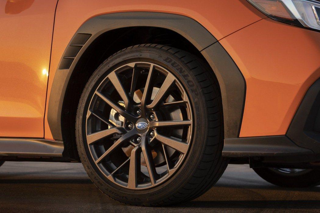 不規則的防刮材質輪拱帶有排氣孔洞,有助於空氣力學和散熱。 摘自Subaru
