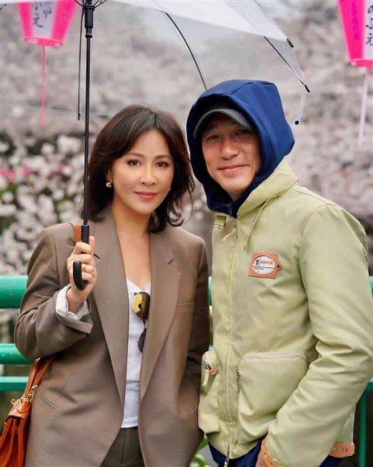 太太劉嘉玲(左)個性外向,是唯一能讓梁朝偉自在的人。(圖/劉嘉玲IG)