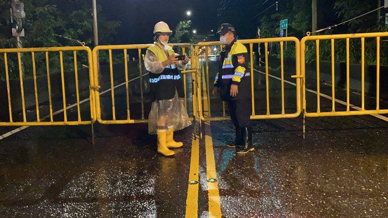 圖為12日上午10時解除關原至太魯閣路段封路,開放通車。(中央社/新城警分局提供)