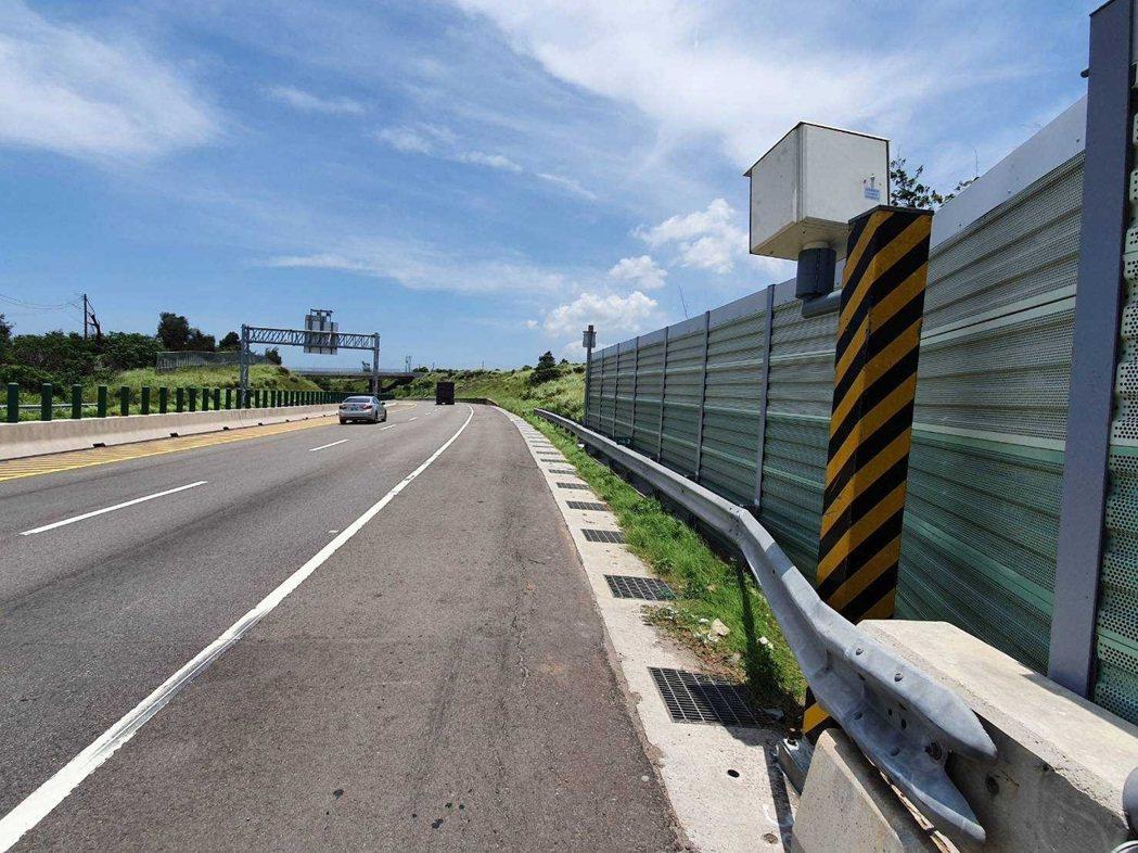 苗栗縣台61線114.3公里通霄路段,新設固定式測速桿,今年9月1日執法到11日...