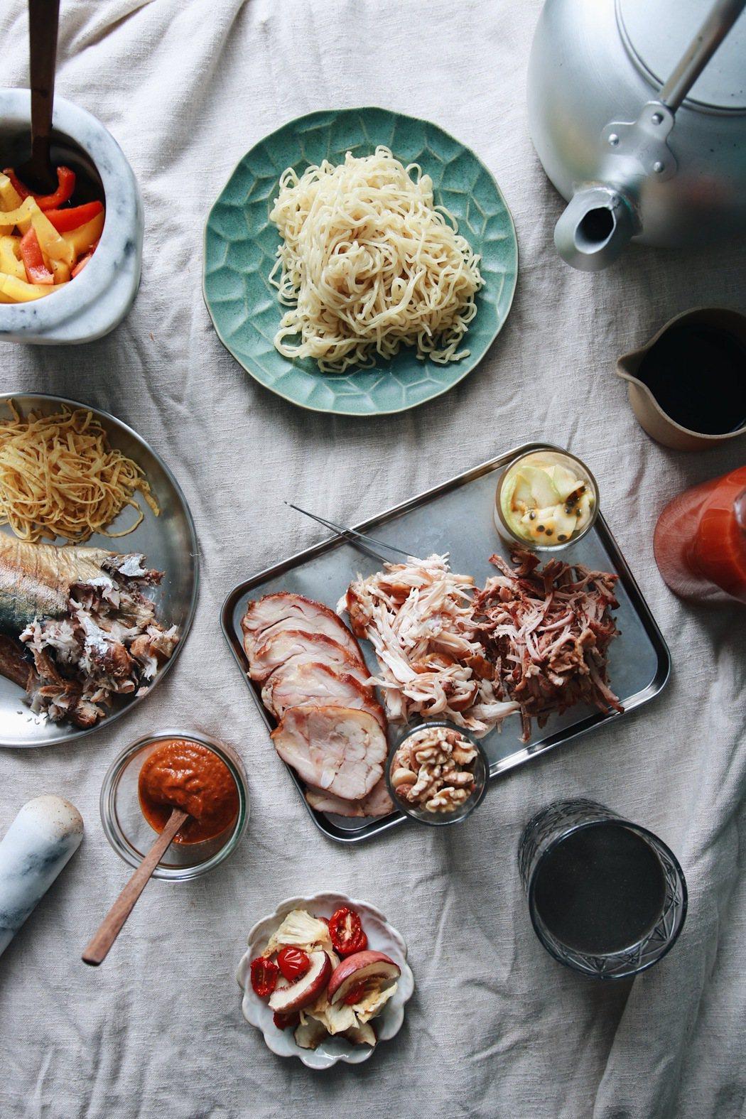 「野人煙燻冷拌麵」共有9種配料可供選擇。圖/Jimmy food place提供...