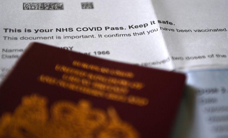 英國衛生大臣賈維德12日稱尚未就採用疫苗護照一事做出最終決定。歐新社
