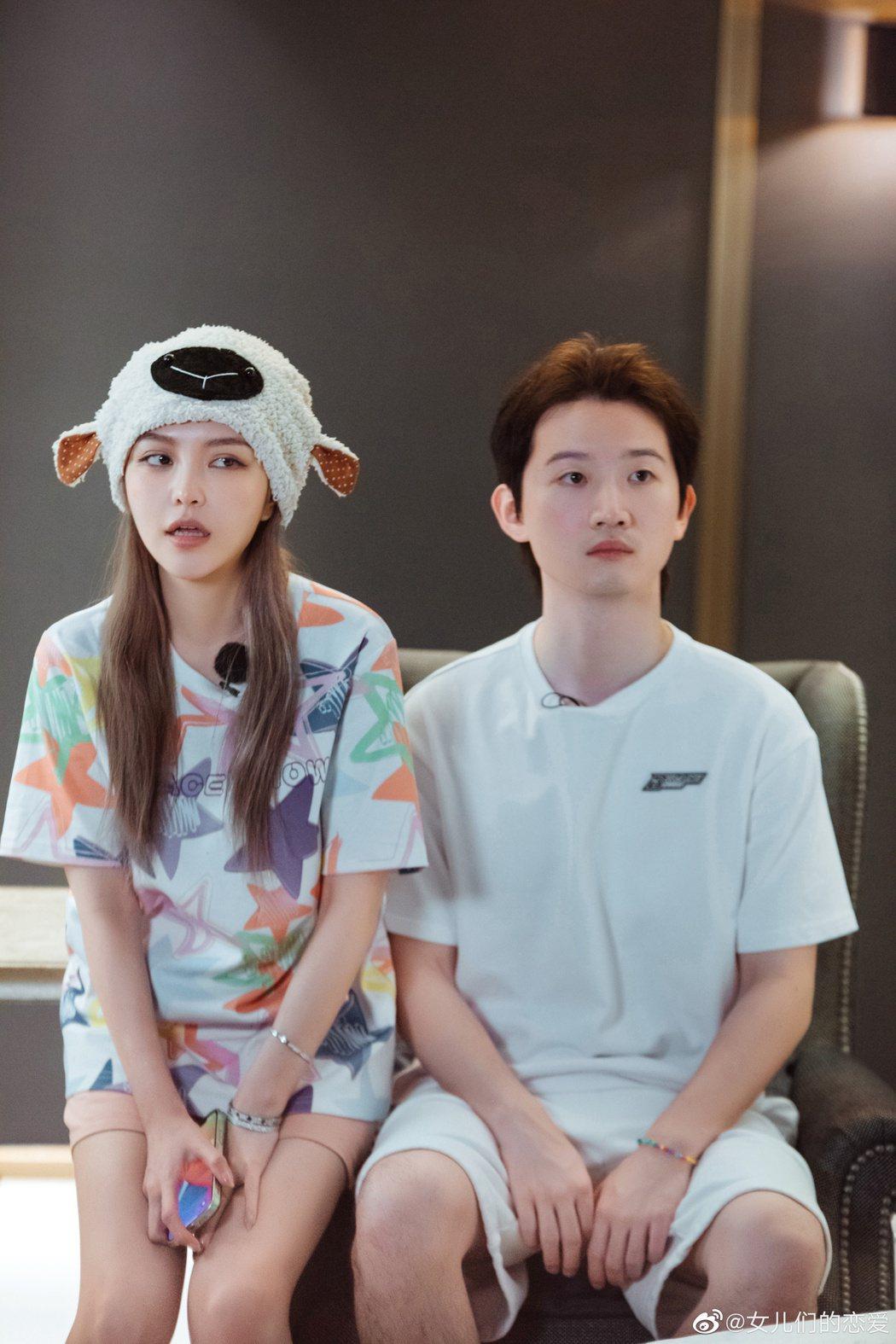 周揚青(左)與羅昊正式宣告分手。圖/摘自微博