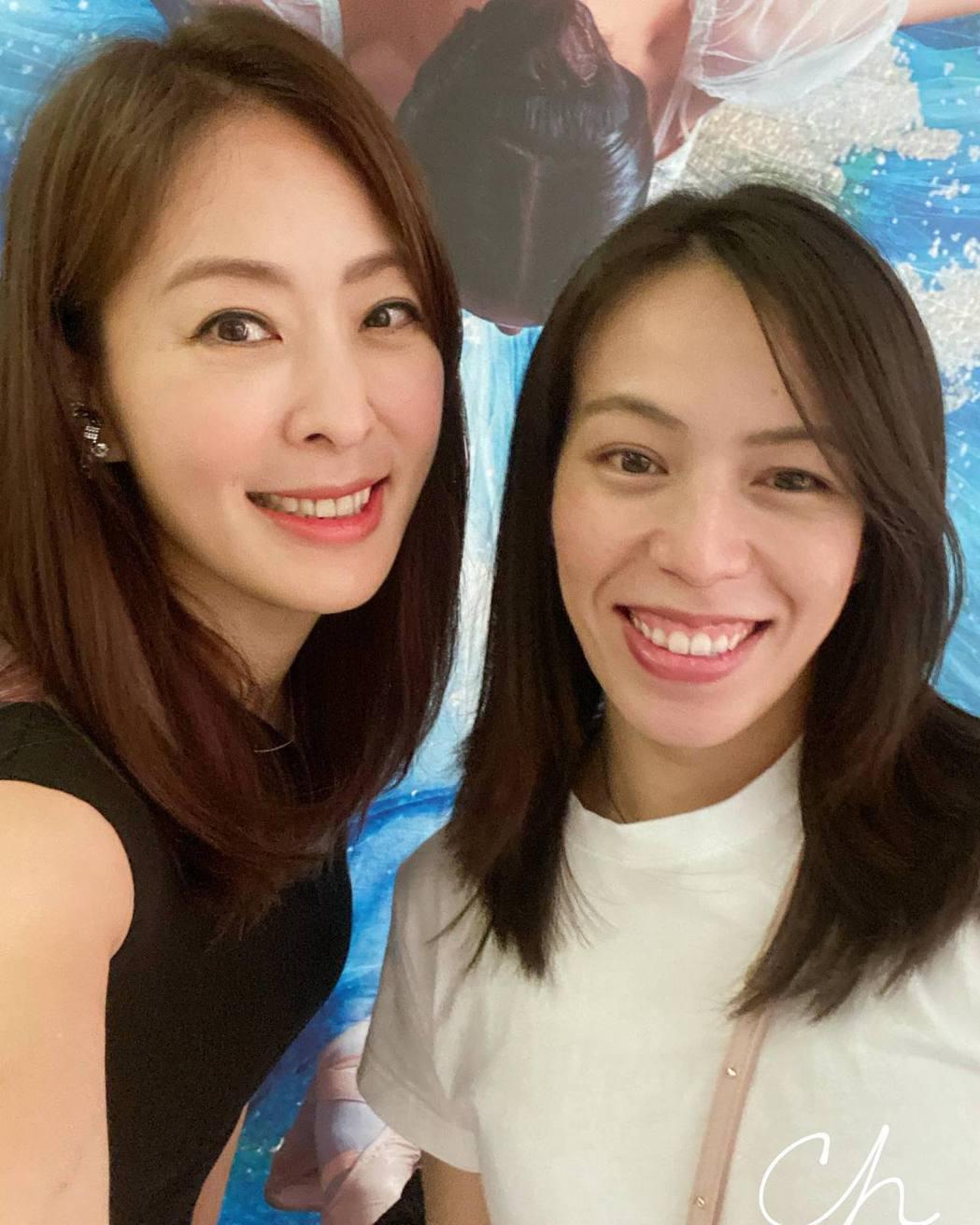賈永婕開心和郭婞淳自拍。圖/摘自臉書
